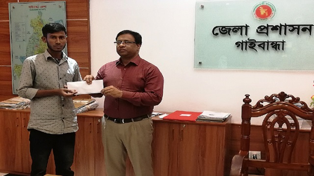 Gaibandha DC stands by a poor meritorious student