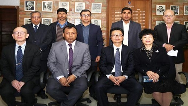 Chinese delegation meets DU treasurer