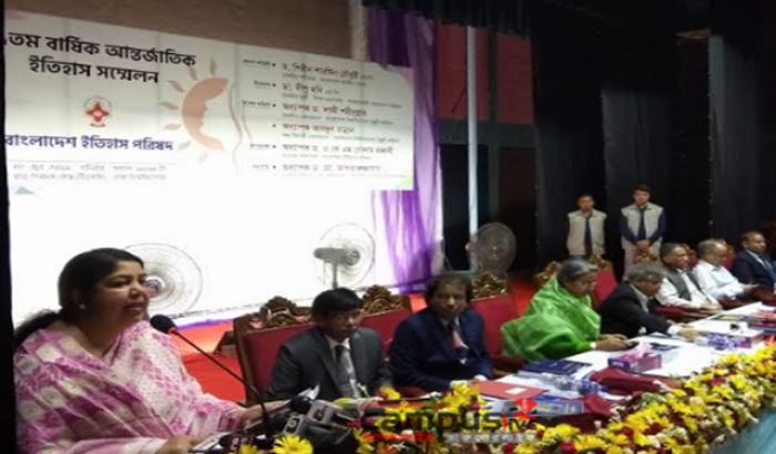 Speaker calls for highlighting women's achievements