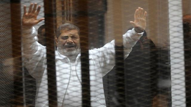 President Mohammed Morsi dies during trial