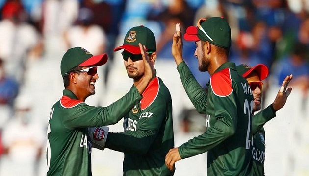 Bangladesh go through to Super 12 with 84-run victory against PNG